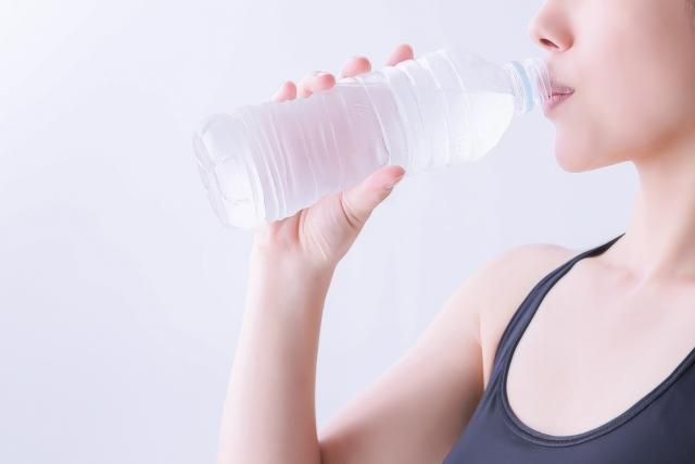 1日2リットルってホント!?水とダイエットの関係