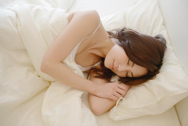 ゆる〜く、適当でOK!寝る前の1分の簡単ストレッチがダイエットに効く