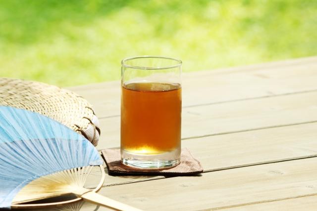 ダイエットするなら水より麦茶を飲んだ方が効果的?